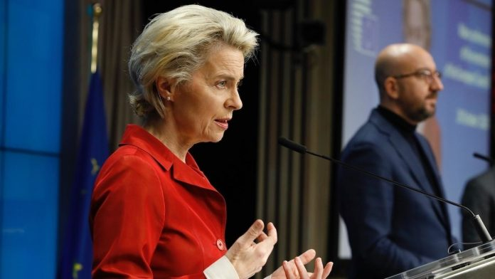 EU-Covid-press-conf-leyen-handout