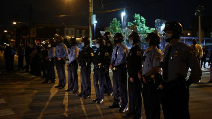 Philadelphia-police-curfew-walter-wallace-protests-RTX85RVS
