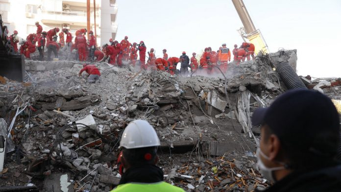 RESCUE-WORKERS-TURKISH-EARTHQUAKE