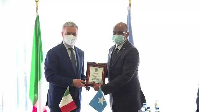 Italian defense minister arrives in Mogadishu