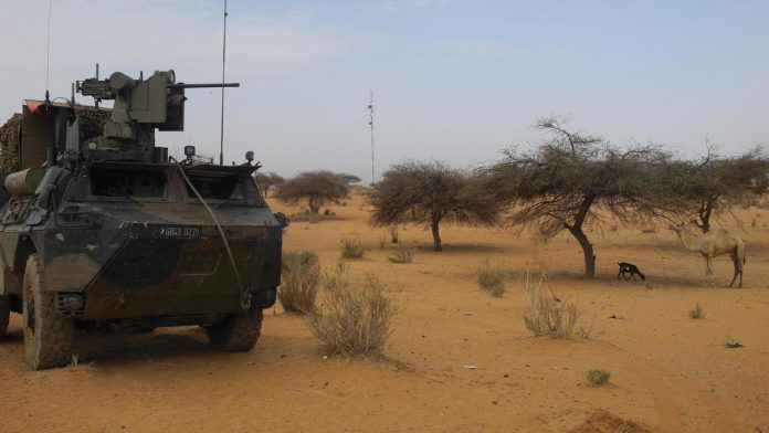 Car bomb hits French Barkhane force in Mali, several soldiers injured